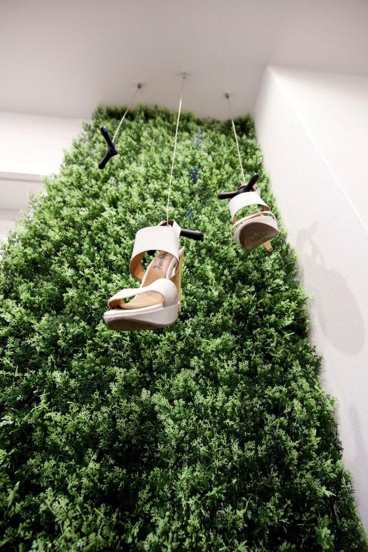 Zaujímavá zelená stena na chodbe