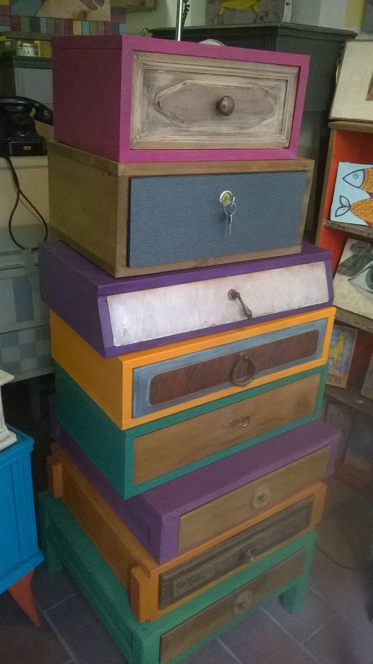 mobili creati da totem di cassetti