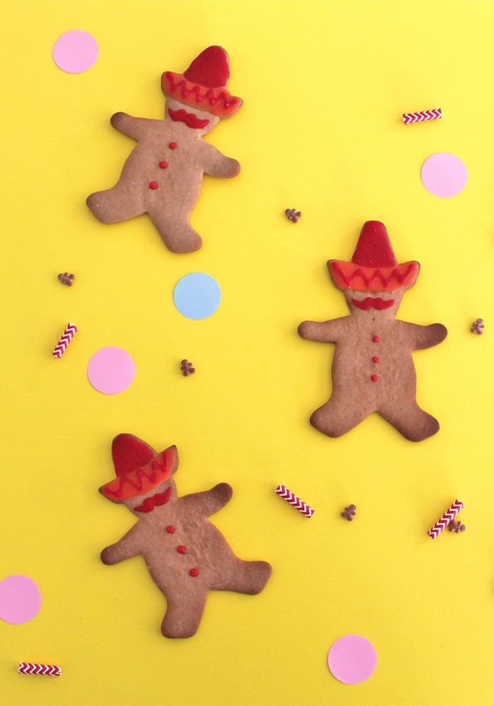 Scopri come realizzare gli omini di pan di zenzero mariachi con baffi e cappello messicano! Una simpatico dolce da regalare a Natale!