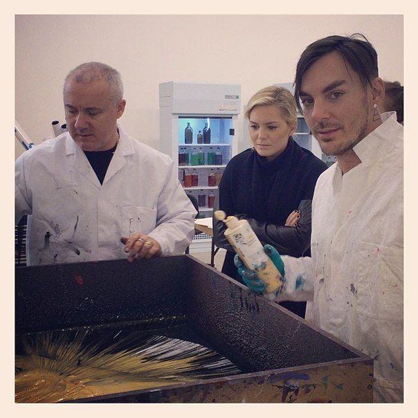Шеннон Лето рисует с Дэмиеном Херстом