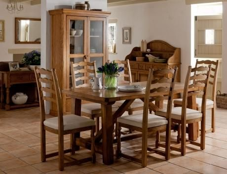 Hoopers Selection of dining furniture available in Tunbridge Wells Willis & Gambier Dining Table