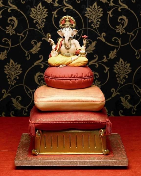 Ganesha Wedding Cake, Debbie Brown is teaching this beauty at Cake Bitz 10-11 August 2014 http://shop.cakebitz.com.au/page1.php