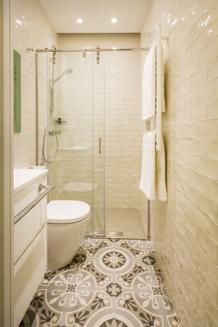 decoraci%C3%B3n+ba%C3%B1o+azulejo+rustico+blanco+suelo+hidraulico+mosaico.jpg (700×1050)