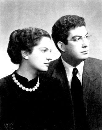 Manto Oikonomidou (1926-2015) with Lontos Oikonomides, beginning of the 1950s (© Museum Benaki - Photographic service)