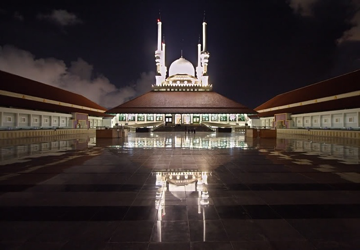 Grand Mosque of Central Java in Semarang, with its large courtyard and 100-metre minaret