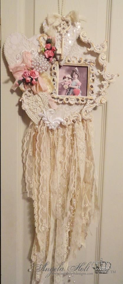 Altered Embroidery Hoop Shabby Chic Style    tutorial: https://www.youtube.com/watch?v=cI-xiz01P6A
