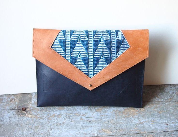 Pochette ethnique cuir et coton tissé : Sacs à main par jaarokoko