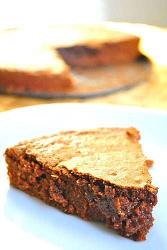Un gâteau au chocolat tout simple, qui fond en bouche ? Testez cette recette, celle de Cyril Lignac : c'est une merveille !!