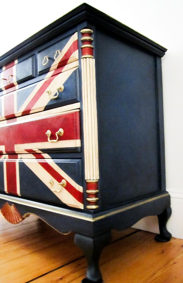 Stockist Nancy of Sea Rose Cottage turned an outdated dresser into a Union Jack treasure with Napoleonic Blue Chalk Paint® decorative paint by Annie Sloan | Via The Palette blog