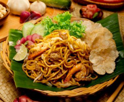 Mie Aceh adalah olahan mie berdasarkan Aceh tentunya & resep mie Aceh ini sebenarnya bisa diolah sebagai mie goreng ataupun mie rebus, tetapi pada resep kali ini mie Aceh akan diolah menjadi mie Aceh goreng/tumis.