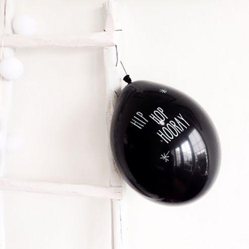 Zakje van 6 zwarte ballonnen. Helemaal hip om een boodschap op te schrijven! Formaat: 30 cm - € 2,50