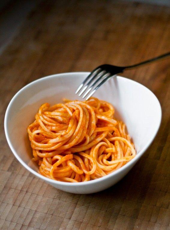 Einfache beste Tomatensauce aus Dosentomaten und frischen Tomaten, Tomatensoße aus Dosentomaten