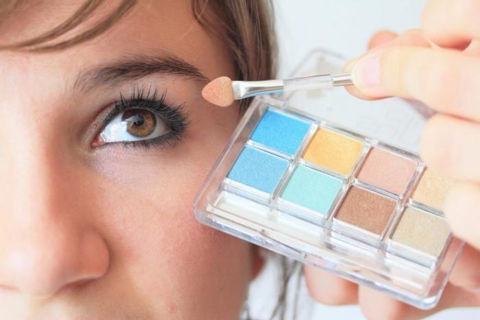 Lippenstift , oogschaduw, mascara...de juiste make-up kan je look helemaal opfrissen en je er jonger doen uitzien. Welke kleuren make-up je dan het best kiest, wordt bepaald door jouw kleurentype. Ontdek jouw type en volg onze tips voor een sublieme look!