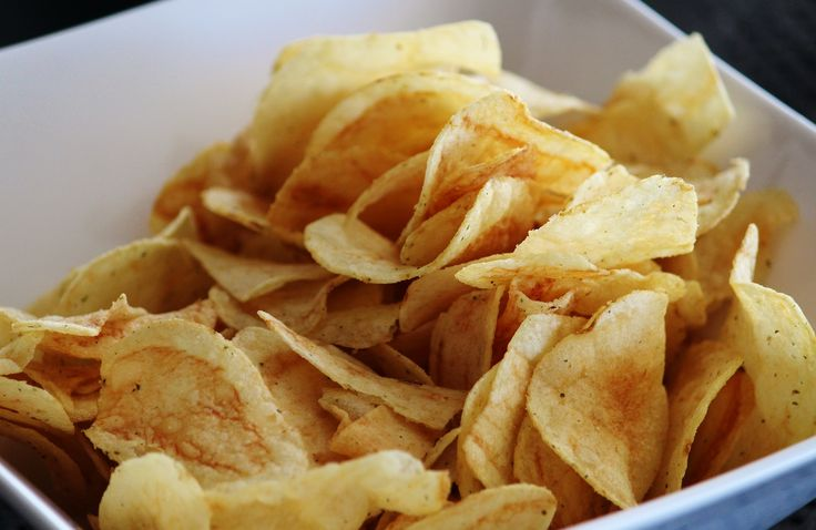 Voorkom dat je te veel eet - http://voeding.planetfem.com/voorkom-dat-je-te-veel-eet/ Ken je dat, dat je zonder het door te hebben een hele zak chips naar binnen werkt? Lekkere snacks kun je gedachteloos naar binnen schuiven en voor je het weet heb je een lege zak en veel te volle buik. Hoe voorkom je dat je te veel eet? Als je eten lekker vindt, eet je er al snel te veel van. ...
