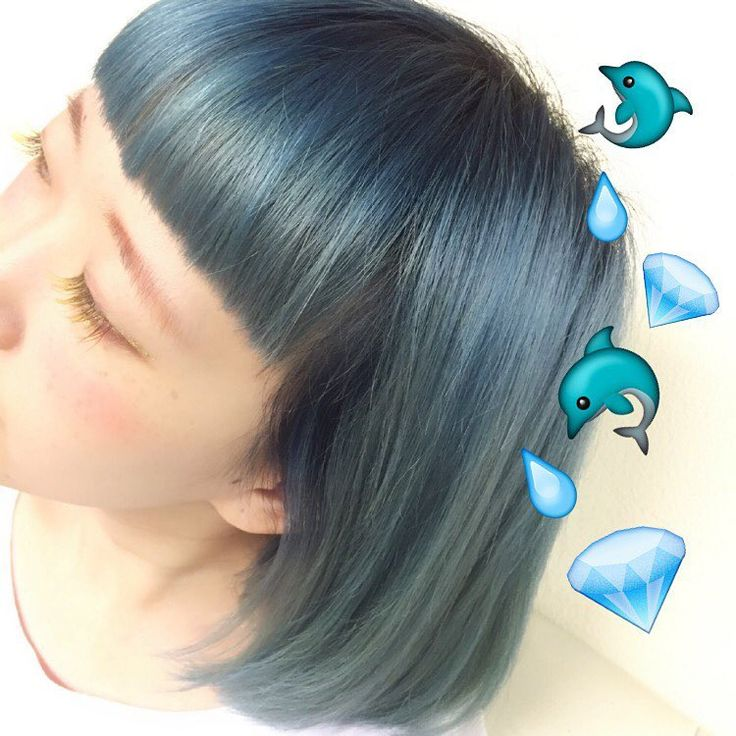 いいね!55件、コメント1件 ― MITSUYO♡IWASAWAさん(@mitsuyo_iwasawa)のInstagramアカウント: 「水色color . 根元はブリーチせずにカラー剤で青をいれて、毛先にカラーバターの水色をいれてます . 冬って暗い色のアウターとか着がちだから、髪色明るい方がバランス良くてスキ .…」