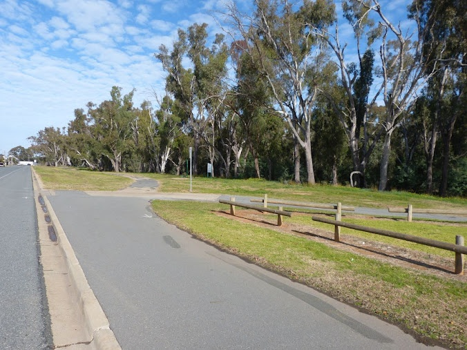 Shepparton has plenty of pushbike tracks - and from House Shepparton - it's just a few minutes along here to be the heart of Shepparton