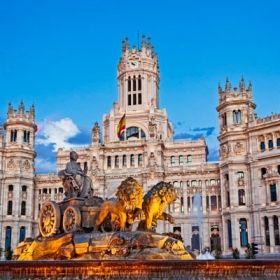 La plaza de Cibeles, uno de los más simbólicos de la capital.  Con el desarrollo urbanístico de Madrid, la plaza de Cibeles se convirtió en centro neurálgico de la ciudad y, dada su ubicación entre do...