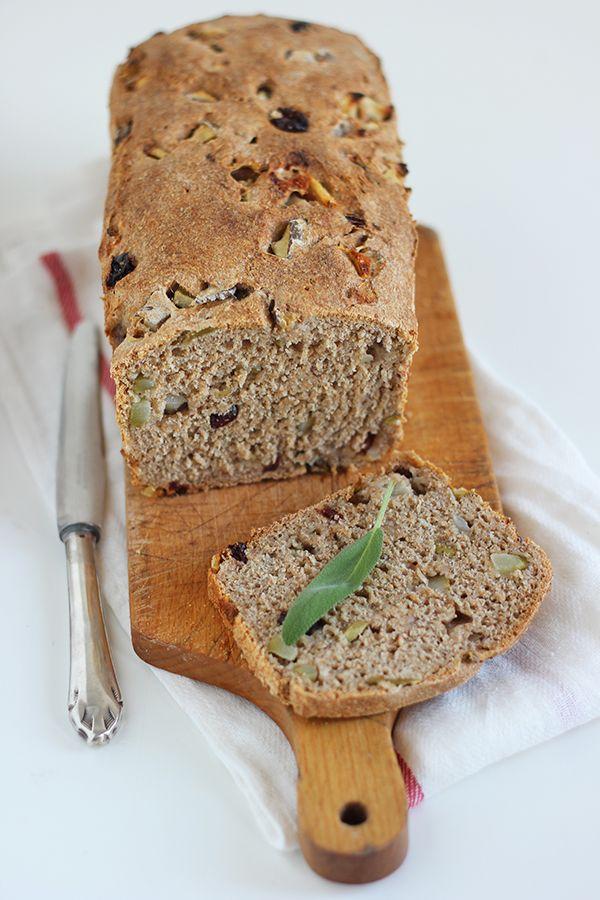 chleb z gruszką i żurawiną na zakwasie