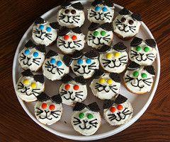 Easy Cat Cupcakes