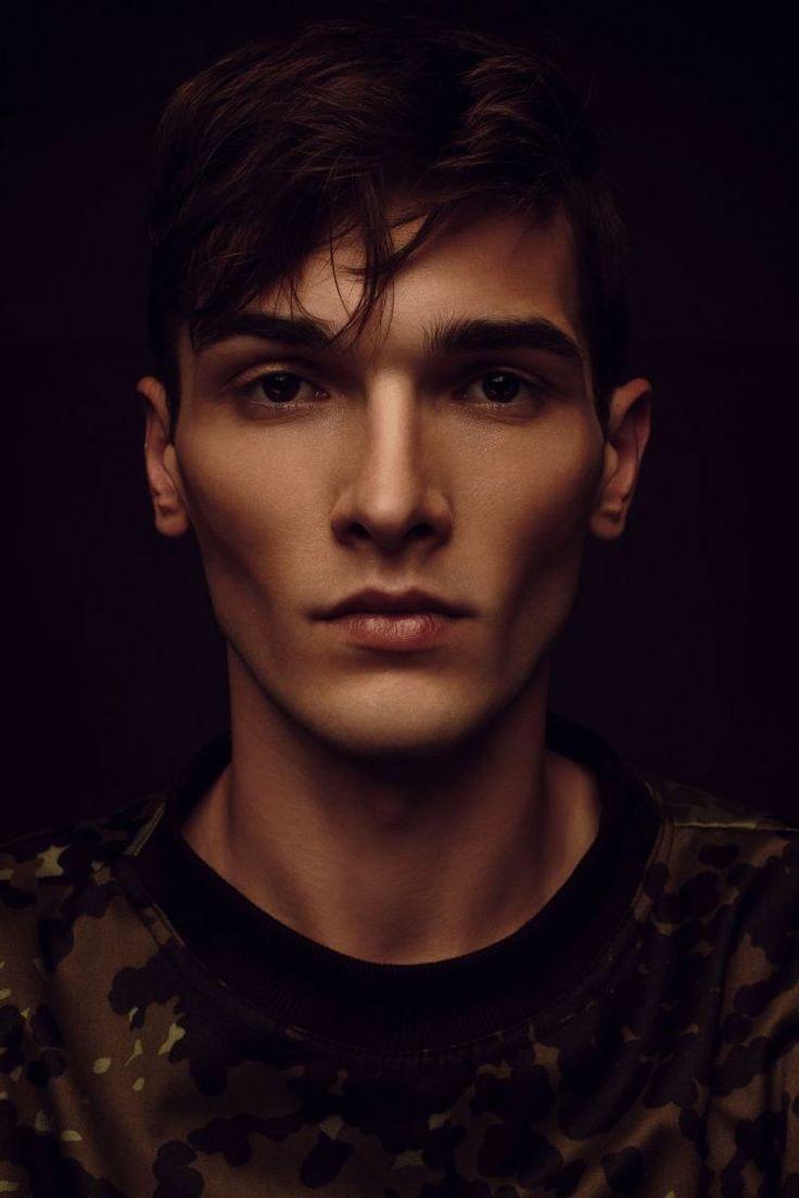 Krzysztof Waszak   Rocznik 93. Niezależny fotograf mody/portretu. Pracuje głównie z modelami, starając się tworzyć wyjątkowe publikacje. Współpracuje z wieloma magazynami internetowymi. www.krzysztofwaszak.tumblr.com