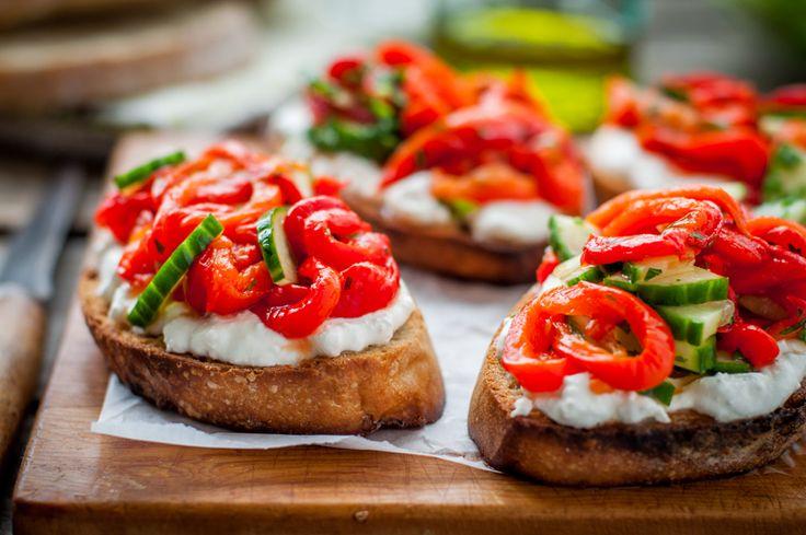 Для конкурса «Кулинарная книга блогеров LiveJournal». Номинация: Закуски Брускетта с печеным перцем Брускетта - заморский бутерброд. Летом наверное что угодно…