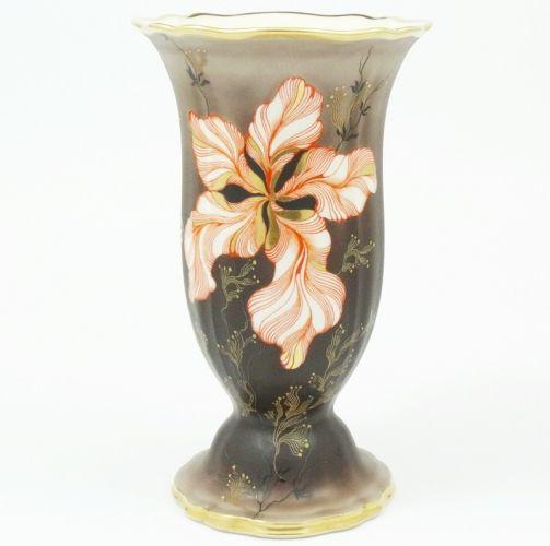 Rosenthal Chippendale.  Cudny złocony wazon dekorowany kwiatem.  Lata 1921-1938.     Wysokość - 25 cm,  średnica wylewu - 15 cm.