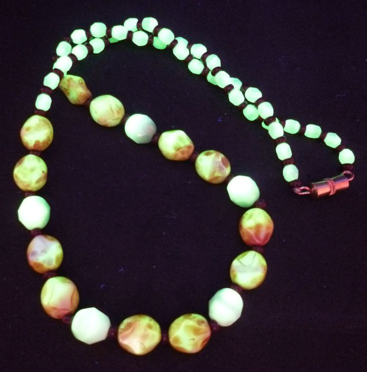 "16"" 410mm Czech Glass Beads Necklace Uranium Green White Vtg UV Glowing by MuchMoreThanButtons on Etsy"