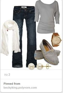 Simply Dressed: Using Pinterest to build outfits can help inspire you to create outfits from pieces you already have in your own closet and put together new and fresh wardrobe choices without having to purchase anything! One mom shares how she created several outfits for fall using things she already owned. | CreativeHomeKeeper.com