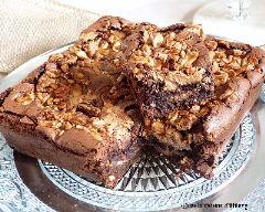 Brownie craquant au beurre de cacahuète et crunchy de cacahuètes