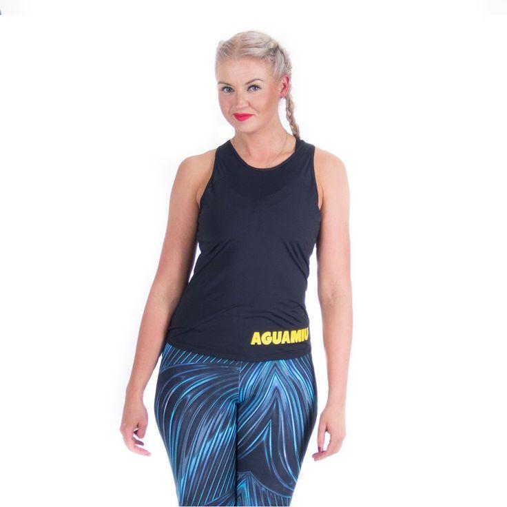 Aguamiu hihaton uimapaita on reilusti lantion päälle ulottuva, uimiseen tarkoitettu paita. Pitkässä paidassa tuntu uidessa on erittäin miellyttävä. Hihaton uimapaita myös pysyy paikoillaan, kun nouset altaasta ylös.  HUOM! Aguamiu hihaton uimapaita on tarkoitettu käytettäväksi joko lyhyen Aguamiu uimatopin kanssa tai vaihtoehtoisesti bikinien yläosan kanssa. Toppi on ihanasta ohuesta kankaasta valmistettu, ilman toppauksia ja ylimääräisiä saumoja.