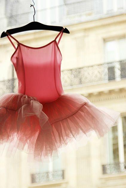 Boutique window, Opera Garnier, Paris ~ Photo copyright: Au Pays des Merveilles