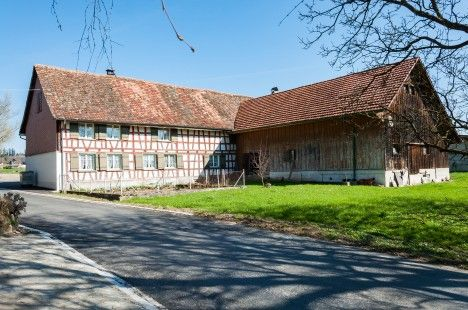 Schmuckes Riegelhaus mit Scheune/Stall und Garage