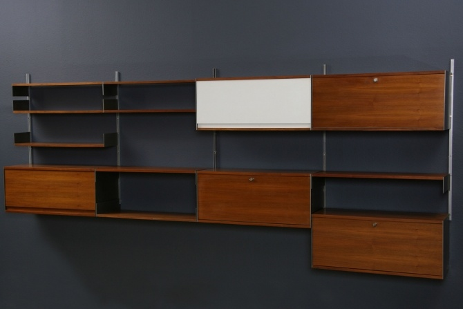 Dieter-Rams Shelving for vinyl wall