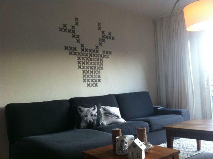 Hert in kruissteek - allemaal grijs (waterverf) geschilderde papieren kruisjes in patroon. Mooi voor in een winterse / Scandinavische sfeer aan de muur! Oh deer! Crosstitch paper stitches in grey, scandinavian winter look on the wall!