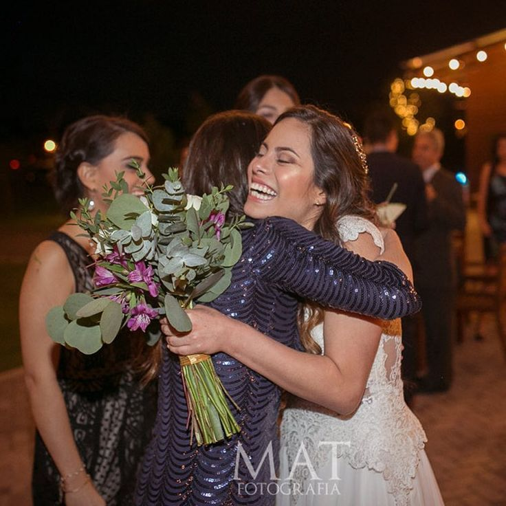 Lo más hermoso de una boda es la sonrisa en tu rostro.  Llama al 3106158616 / 3206750352 / 3106159806 y reserva desde ya, atendemos todos los días de la semana y fines de semana incluido festivos. www.zonae.com  #ZonaE #CasaBali #BodasAlAireLibre #BodasCampestres #weddingplaner #bodasmedellin #bodas #Eventos #boda #wedding #destinationwedding #bodascolombia #tuboda #Love #Bride Foto @matfotografia