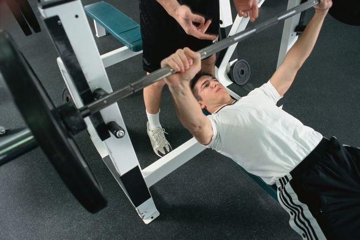 El mejor equipo de gimnasio para trabajar los músculos pectorales. Los músculos pectorales son músculos ubicados en el pecho. Debido a su tamaño significativo, son considerados un grupo de músculos principal. Para poder trabajar los pectorales, tienes que realizar ejercicios que hagan que el hueso ...