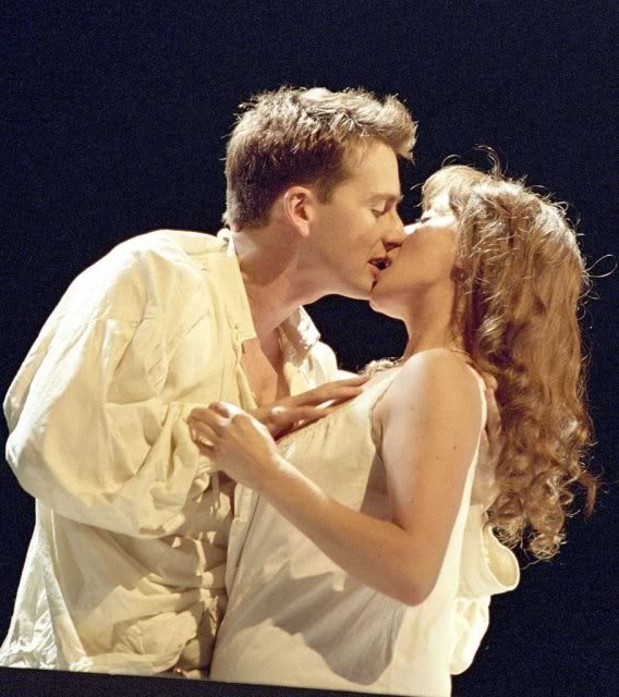 David Tennant in Romeo and Juliet Please please!! Someone fi.d me this on video!