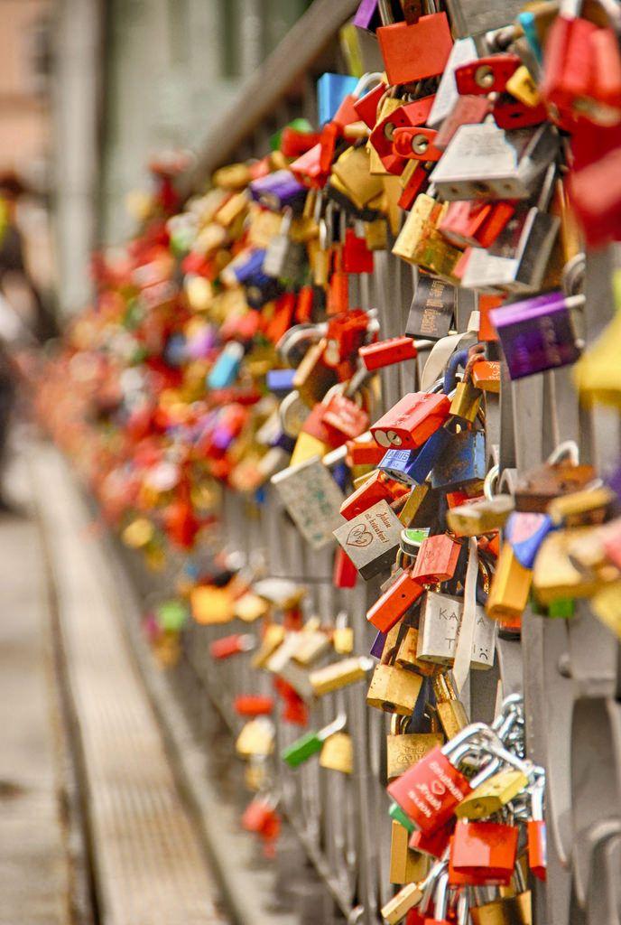 Love locks at Eiserner Steg in Romerberg, Frankfurt.