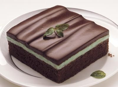 Learn how to make HERSHEY'S Syrup Chocolate Mint Dessert Recipe with this easy recipe from HERSHEYS.com.