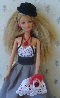 Free tutorials to make Barbie dolls clothes... / Des tutoriels faciles pour fabriquer soi-même des vêtements de poupées mannequin