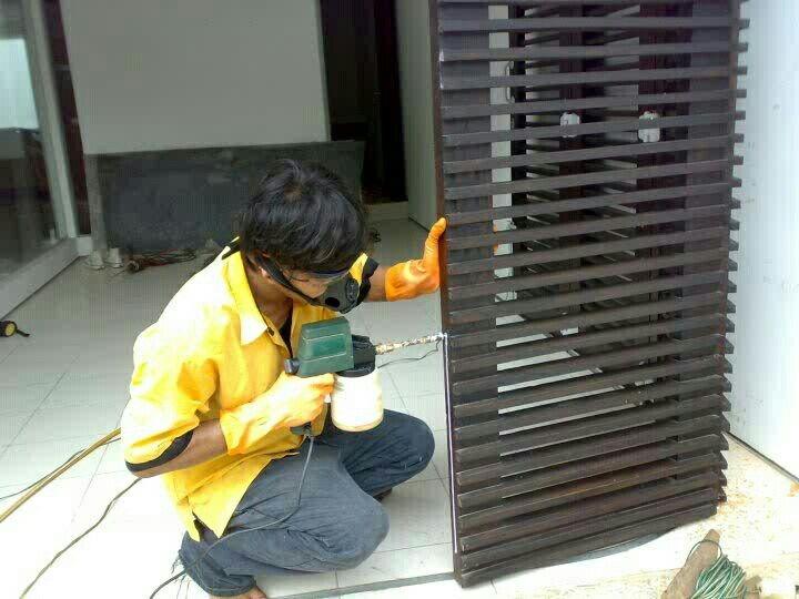 Pekerjaan suntik obat anti rayap pada pintu kayu , --> CV. INCO NUSA ABADI , memiliki ijin Dinas kesehatan DKI Jakarta , memiliki Tenaga ahli Anti Rayap bersertifikat , Kami Berikan Sertifikat Bermaterai Jaminan Anti Rayap selama 3 s/d 5 tahun , Gratis untuk survey ke lokasi anda & konsultasi , Hubungi Telepon : 081807846244, 088808089089, 085692420909 . Terima kasih.