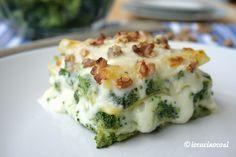 La lasagna ai broccoli con formaggi e noci è una versione bianca e vegetariana della lasagna, cremosa, filante e molto gustosa.