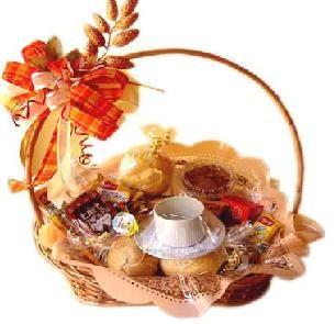 Cesta de Café da Manhã A cesta de café da manhã é uma maneira bonita, gostosa e fácil de presentear quem amamos com um toque todo especial e muito carinhos