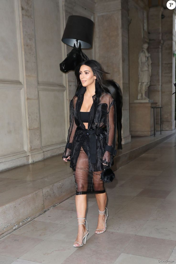 Kim kardashian sa mère kris jenner et son compagnon corey gamble arrivent à un rendez