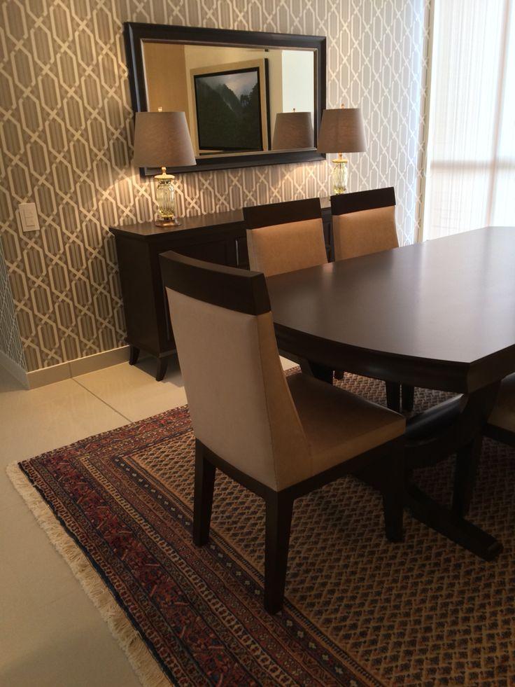 Mobiliario personalizado con toques y acentos clásicos para el apartamento Perez en Medellín Colombia