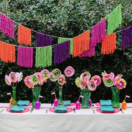Celebrate Cinco de Mayo in style with these amazing craft ideas! Set the scene for your Cinco de Mayo party with our DIY decor, games and more - even the kids can craft these ideas! #cincodemayo #diy #cincodemayocrafts