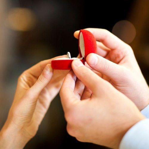 Inspire-se em diversos modelos de aliança de casamento