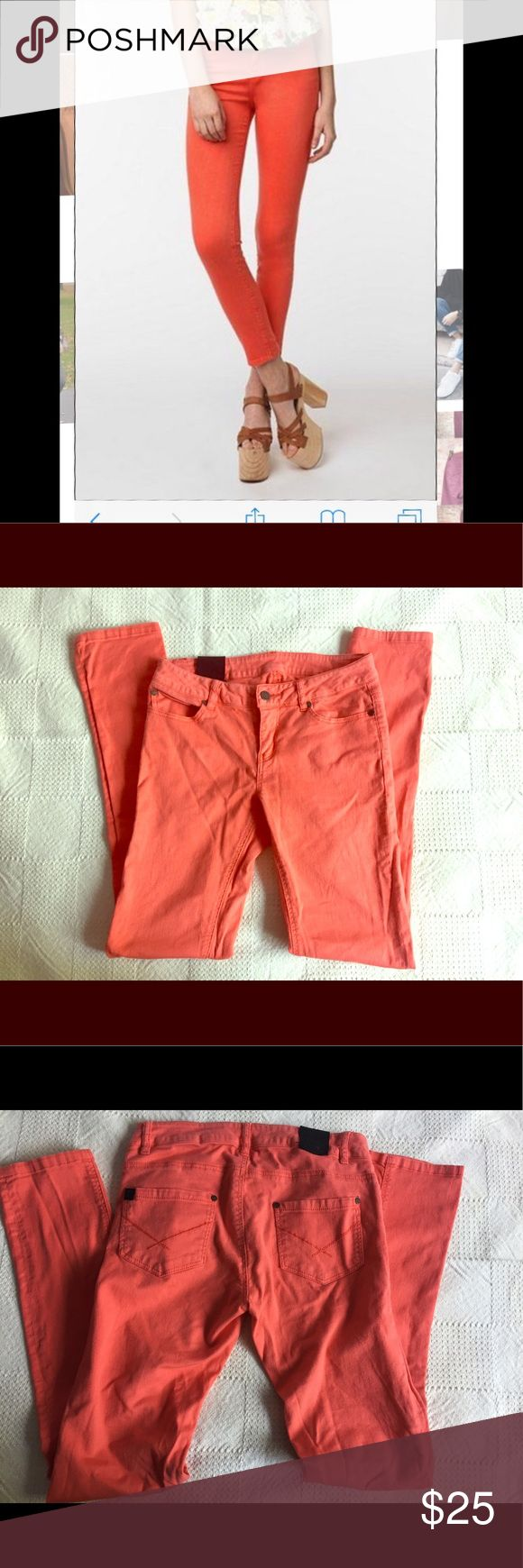 UO Insight orange skinny jeans size 27. Mid rise Fun orange skinny jeans from Urban Outfitters. Perfect for summer with the citrus color. In excellent used condition. No flaws. Just wrinkled. Soft lightweight cotton with a tiny bit of stretch. Size 27. Urban Outfitters Jeans Skinny