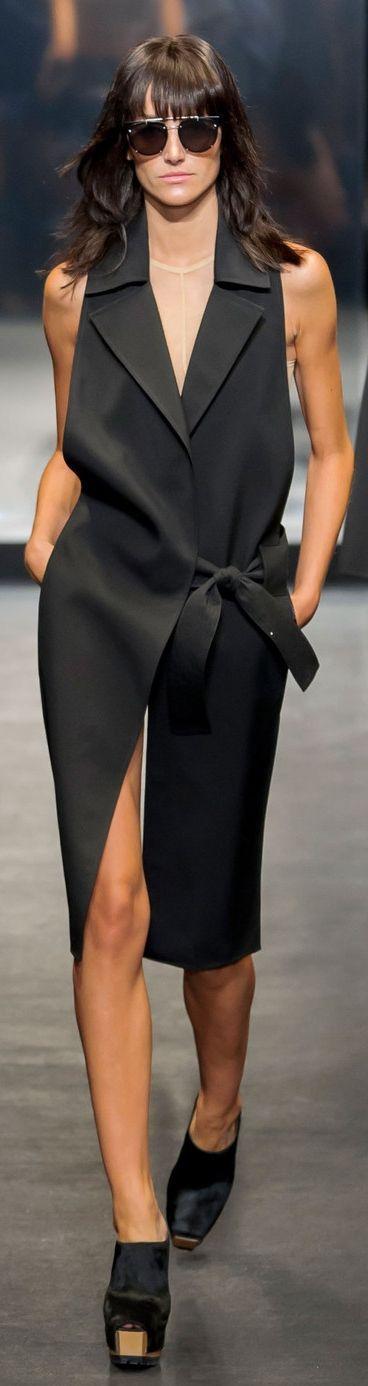 I like this side tie, shirt or cardigan detail?Vera Wang Spring 2016