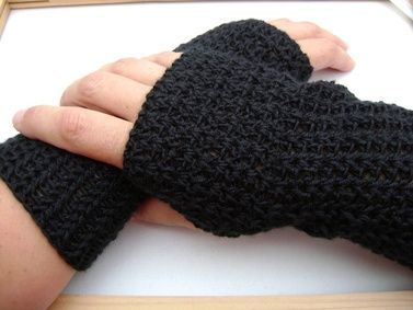 Crochet Handwarmer - Tutorial. I need these for when I'm doing school....